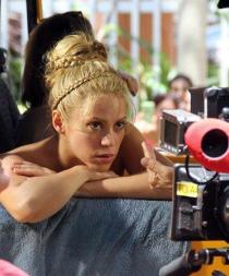 Shakira es criticada por hablar con acento español