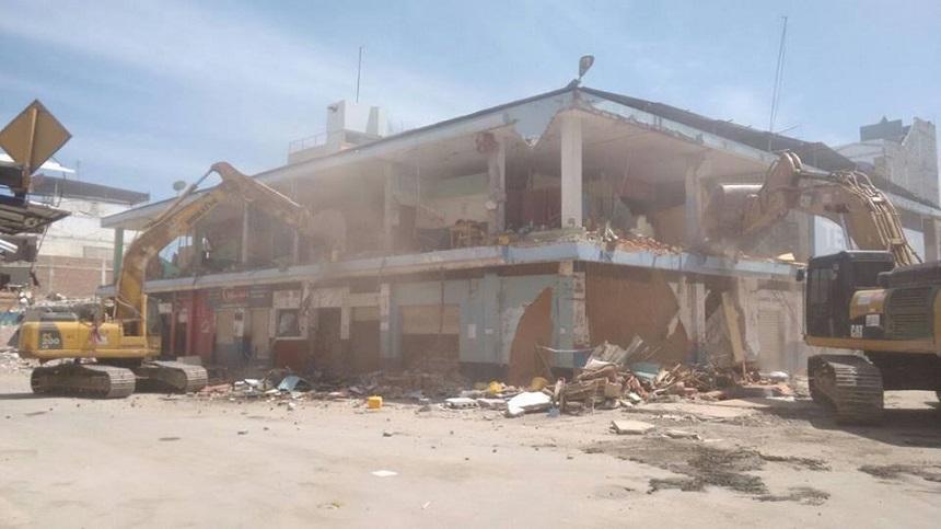 Realizan demolición del Mercado de Tarqui