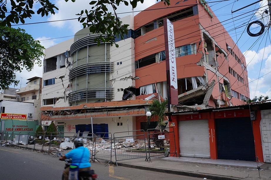 Edificios de mayor riesgo son prioridad para demolición en Portoviejo