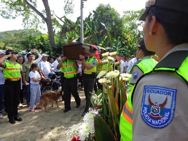 Sepultan a policía que murió en accidente de tránsito