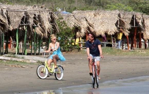 Carlos Vives estrena junto a Shakira su sencillo 'La Bicicleta'