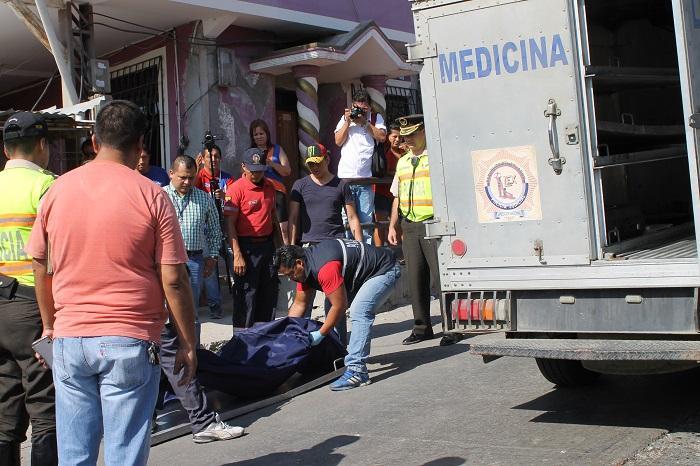 Adolescente muere apuñalada presuntamente por su expareja en Manta