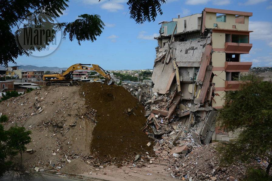 La Clínica Manta está en proceso de demolición