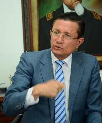 """Alcalde dice que """"hubo descoordinación"""" inicial del Gobierno en el 16A"""