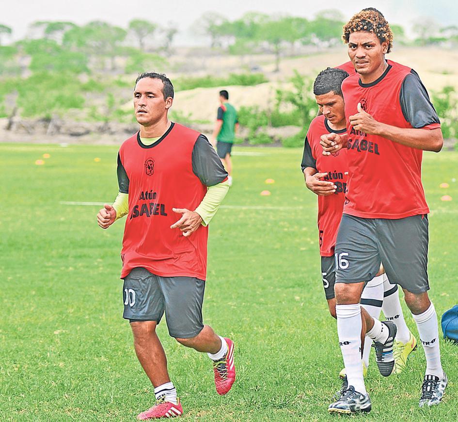 Espinel deja listo el once del Manta FC