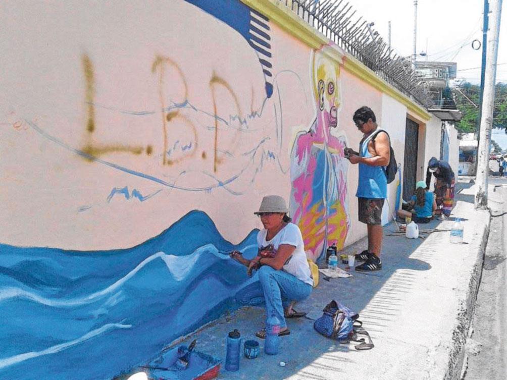 """Campaña """"arte sobre escombros"""" llegó a Manta"""