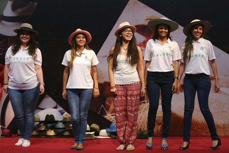 Sombreros manabitas de paja toquilla son promocionados en China