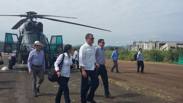 El presidente Correa recorre albergues del cantón Jama