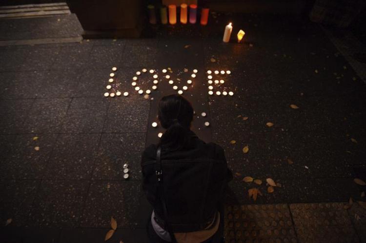 El mundo llora la matanza de 50 personas en un club gay de EE.UU.