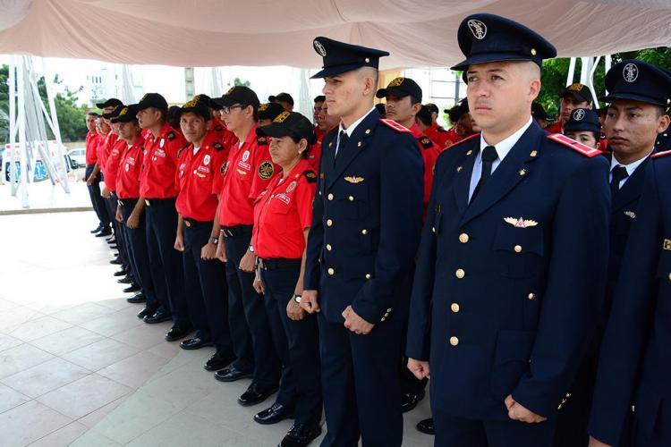 Bomberos de Portoviejo reciben homenaje por sus 128 años