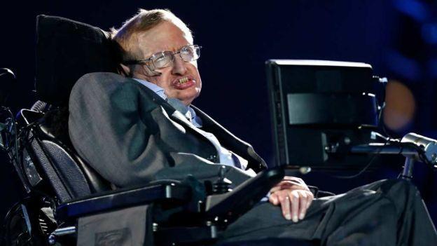 Condenan a cuatro meses de prisión a la acosadora de Stephen Hawking