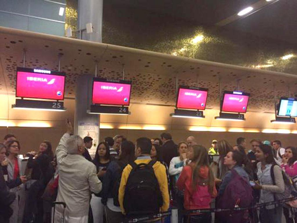 Pasajeros protestan en aeropuerto de bogot por retraso de vuelo el diario ecuador - Vuelos puerto asis bogota ...