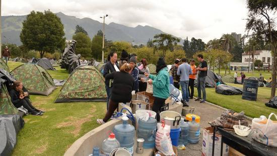 Un grupo de cubanos fue desalojado del parque El Arbolito en Quito