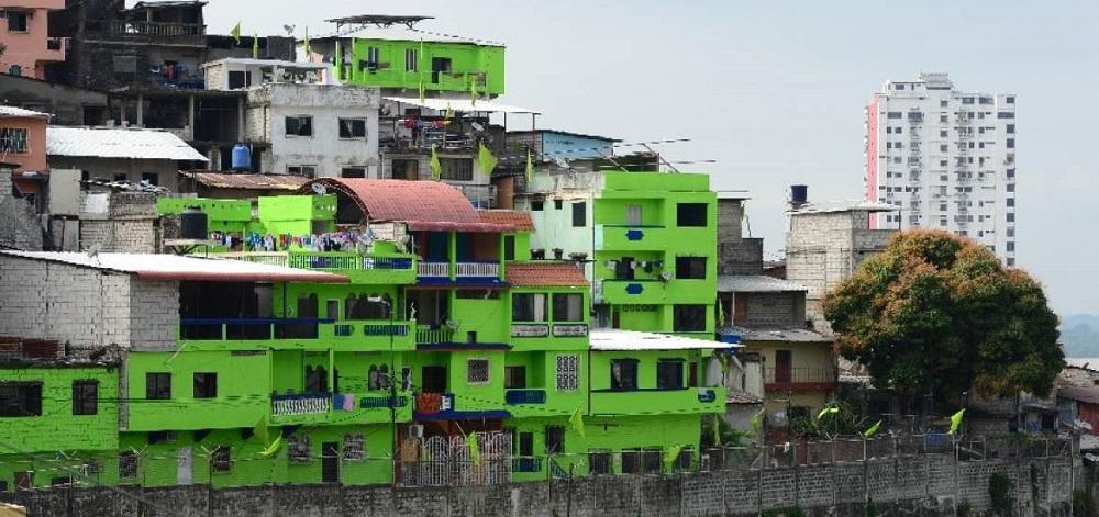 Jaime nebot perdona multa a personas que pintaron sus for Casas municipio guayaquil