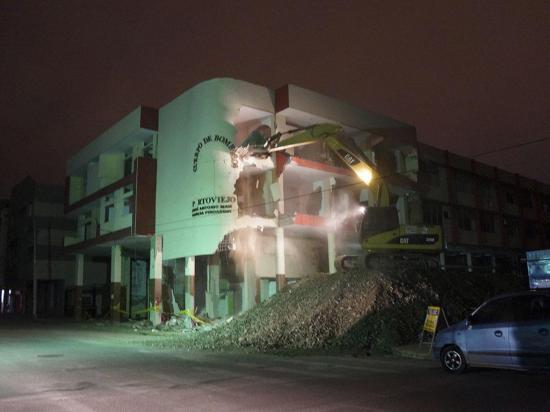 Edificio del Cuerpo de Bomberos es demolido