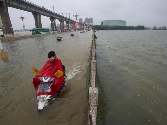 Ordenan a militares ayudar por las inundaciones