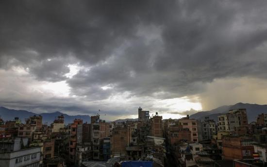 Once muertos y miles de evacuados por lluvias en Nepal