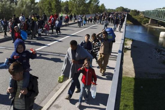 Vecinos de un pueblo holandés piden quitar acera para evitar paso de refugiados