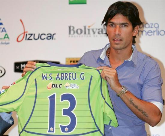 'El Loco' Abreu cambiaría el número de su camiseta para evitar polémica con pandillas