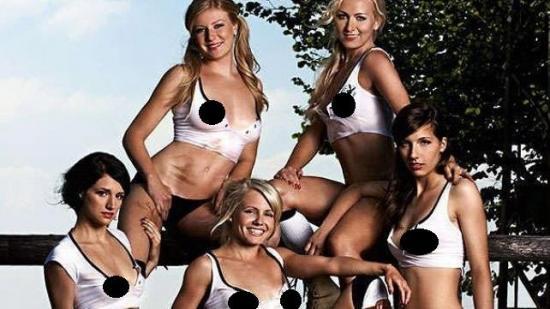 Selección femenina de fútbol de Alemania posa para Playboy