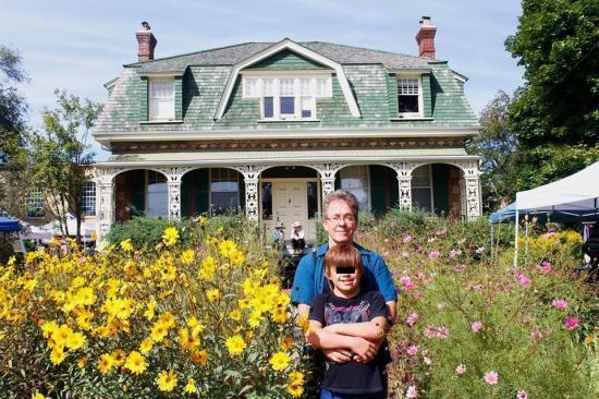 Familia deja Canadá tras rechazo de residencia por hijo con síndrome Down
