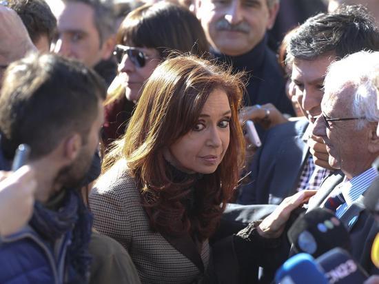 Congelan cuentas de Cristina Fernández