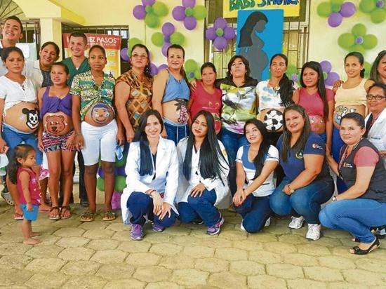 Educan a embarazadas para que logren una gestación saludable