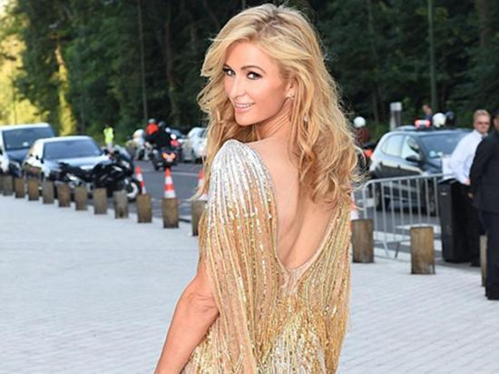 Paris Hilton cautiva en gala al mostrar de más