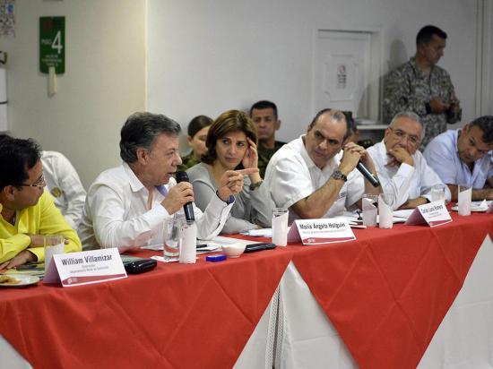 Santos buscará diálogo con Maduro para abrir de nuevo la frontera