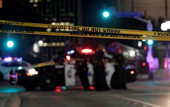 5 policías son asesinados durante una protesta contra la violencia en EE.UU.