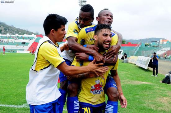 Delfín ganó por 3-1 a El Nacional en Portoviejo