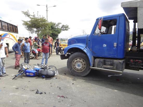 Dos motociclistas con lesiones graves