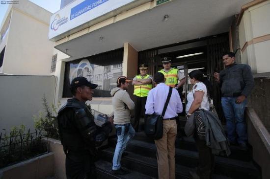 Ecuador confirma la deportación de 29 cubanos que pedían visados a México