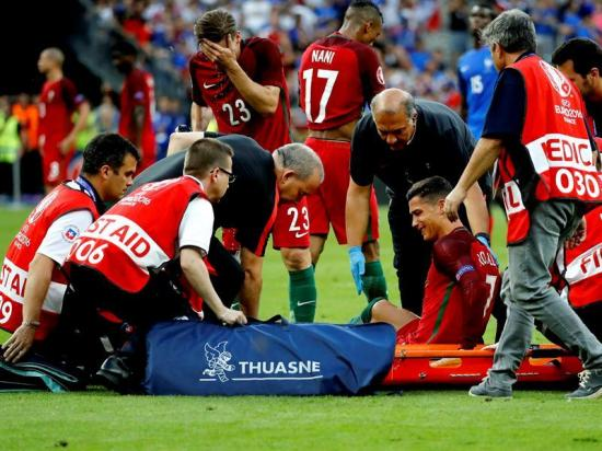 Jugadores reaccionan ante la lesión de Cristiano Ronaldo