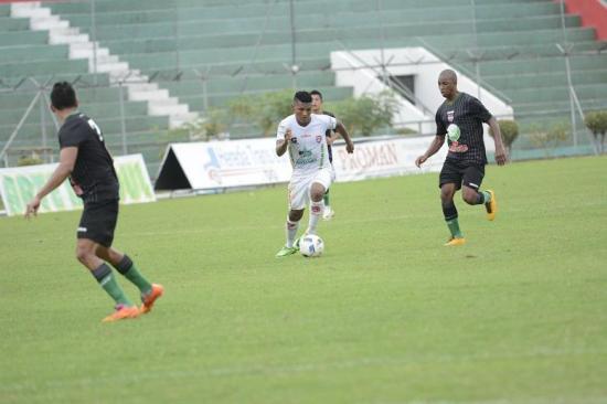 Colón FC igualó 1-1 con Liga de Loja en el Reales Tamarindos