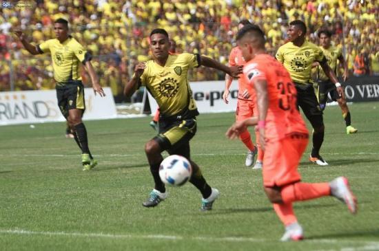 Barcelona ganó por 2-0 a Fuerza Amarilla