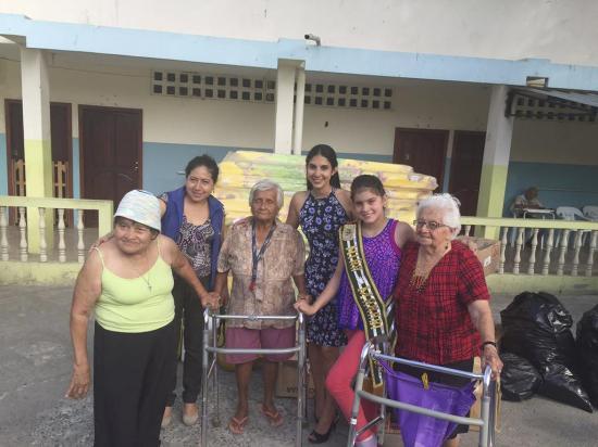 Niña Manabí  da donaciones