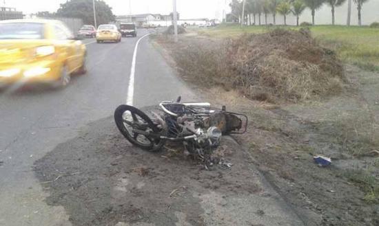 Choque causa incendio de moto