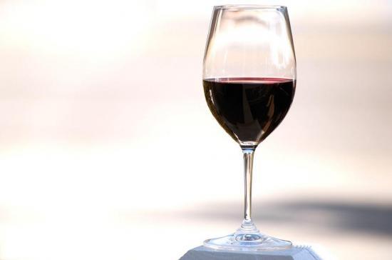 Beber vino tiene los mismos beneficios que ir al gimnasio
