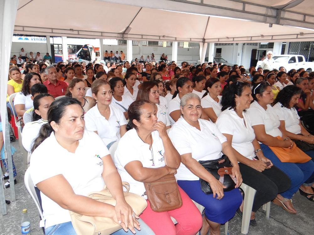 Inician 14 talleres artesanales el diario ecuador for Talleres artesanales
