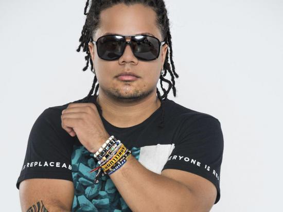 José Victoria de gira en  Manabí para presentar  'La noche entera'