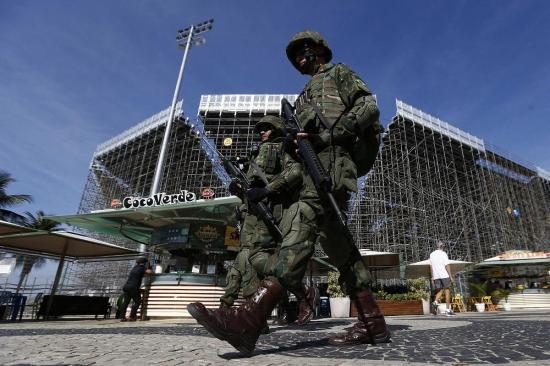 Consejos para identificar a terroristas generan polémica en Brasil