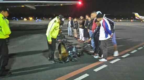 Ecuador deporta a segundo grupo de cubanos que buscaban llegar a EE.UU.