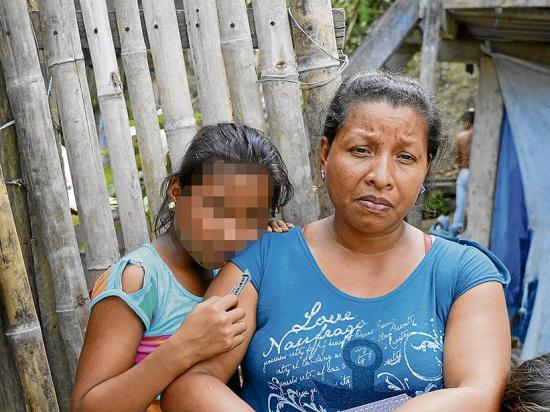 Evelyn tiene 11 años y sobrevivió bajo los escombros de un edificio
