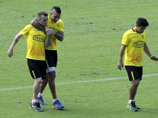 Barcelona y Emelec en pelea cerrada