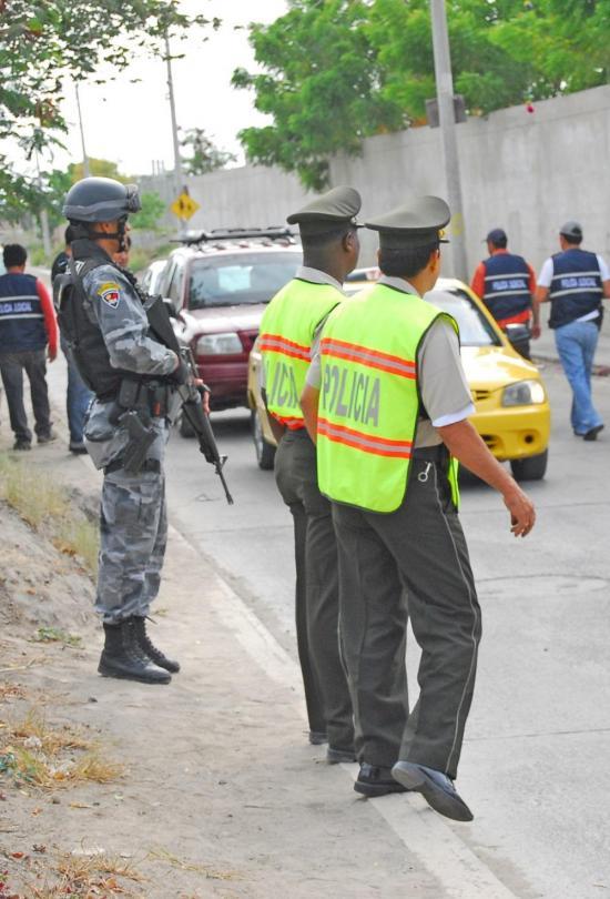 Policía realiza operativos en barrios de Manta para evitar los robos