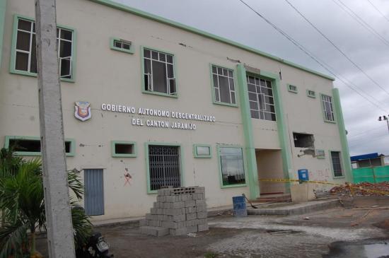 Invierten $450 mil en la reconstrucción del edificio municipal de Jaramijó
