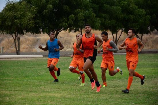 El Manta empata con Técnico Universitario 2-2