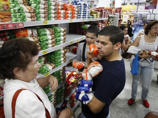 Maduro envía un pla contra la escasez