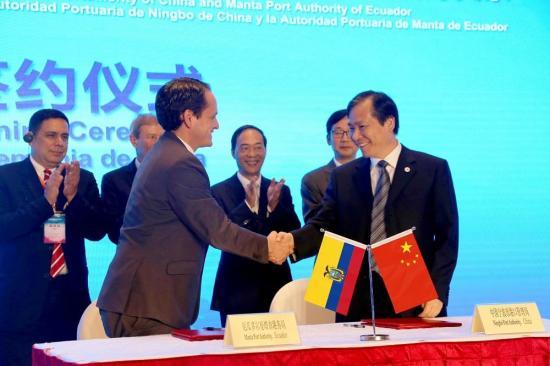 Puertos de Ningbo y Manta firman acuerdo de cooperación en Foro Marítimo Chino